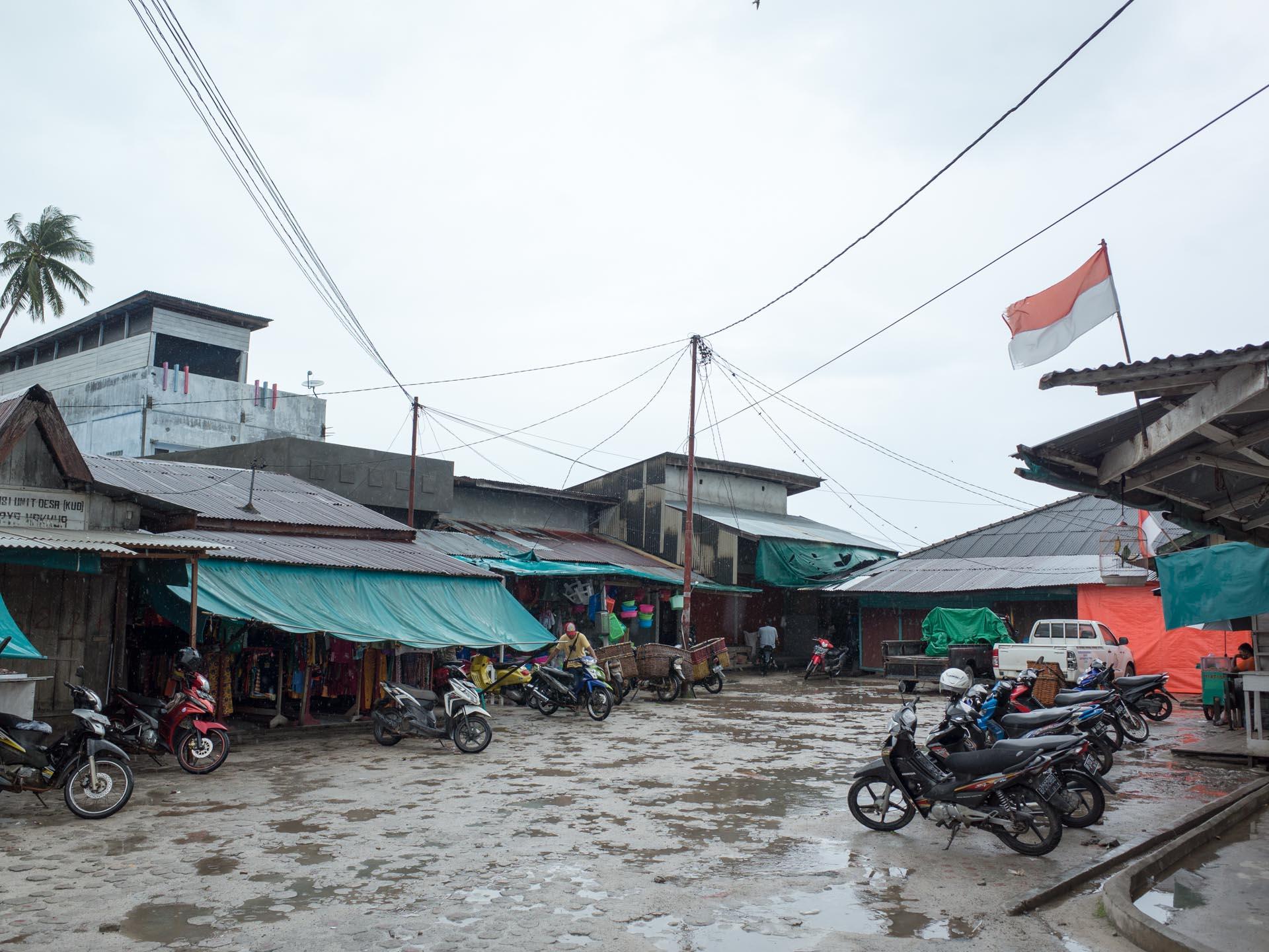(リアウ諸島)伝統市場の入り口