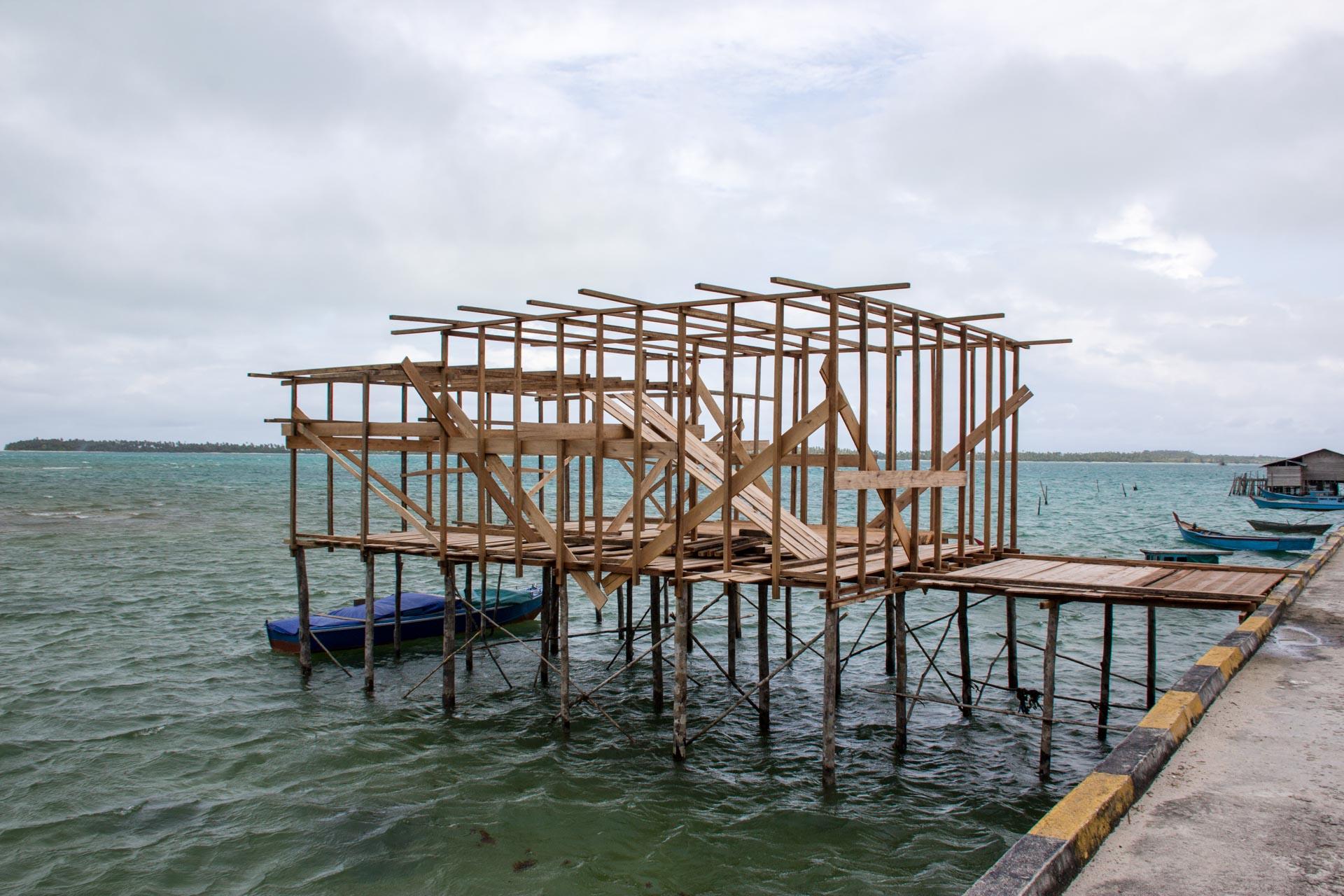 (リアウ諸島)海上家屋建築中