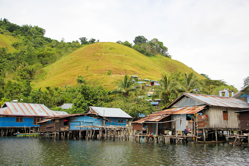nabeyama_papua_センタニ湖の湖畔の水上家屋3