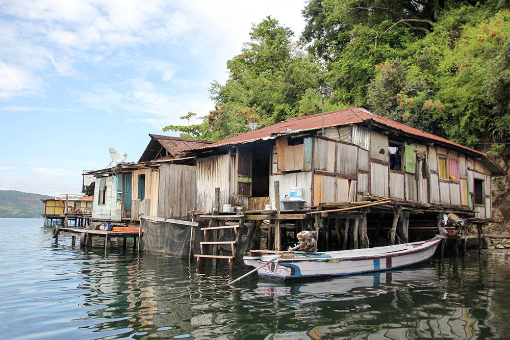 nabeyama_papua_センタニ湖の湖畔の水上家屋4