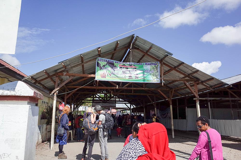 nabeyama_papua_00airport_building