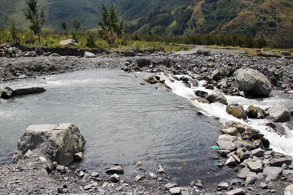 nabeyama_papua_02jalan_river