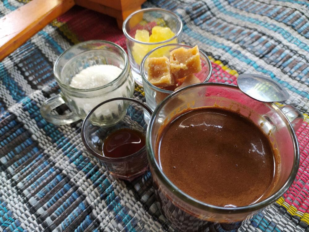 ムノレ丘陵のカフェのコーヒー(砂糖4種類付き)