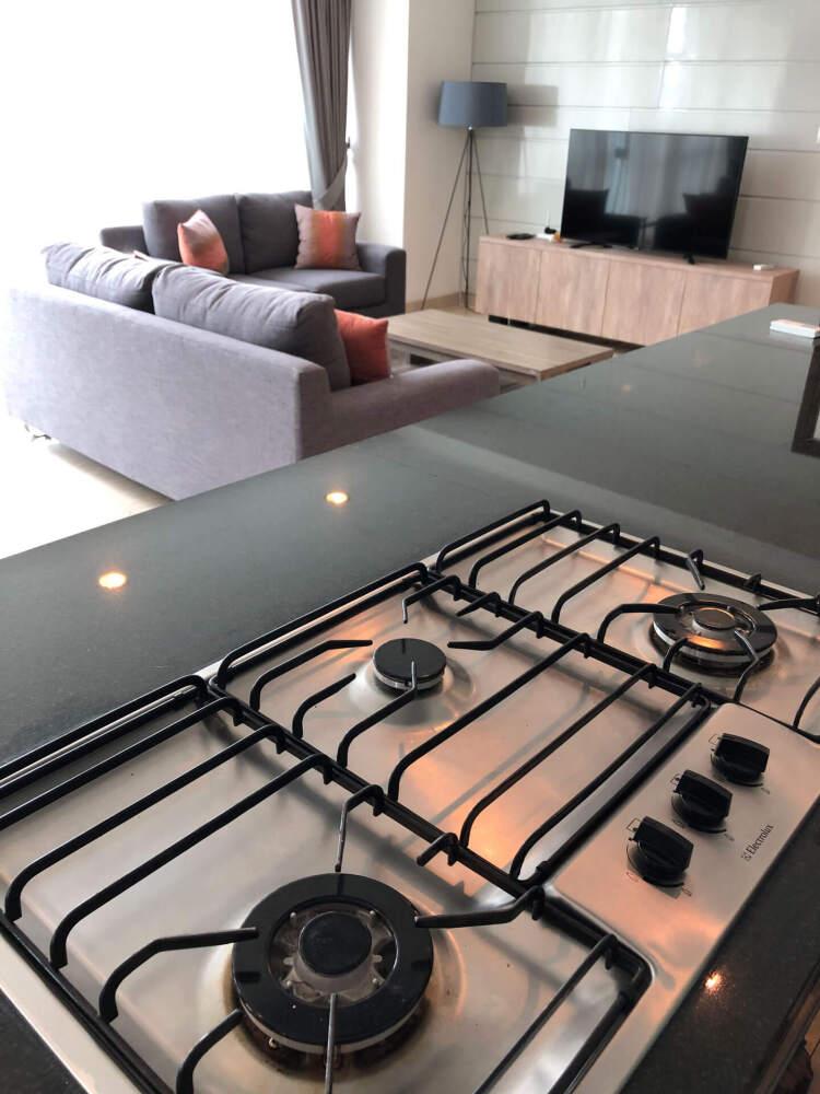 テレビを見ながら料理できる、アイランドキッチン