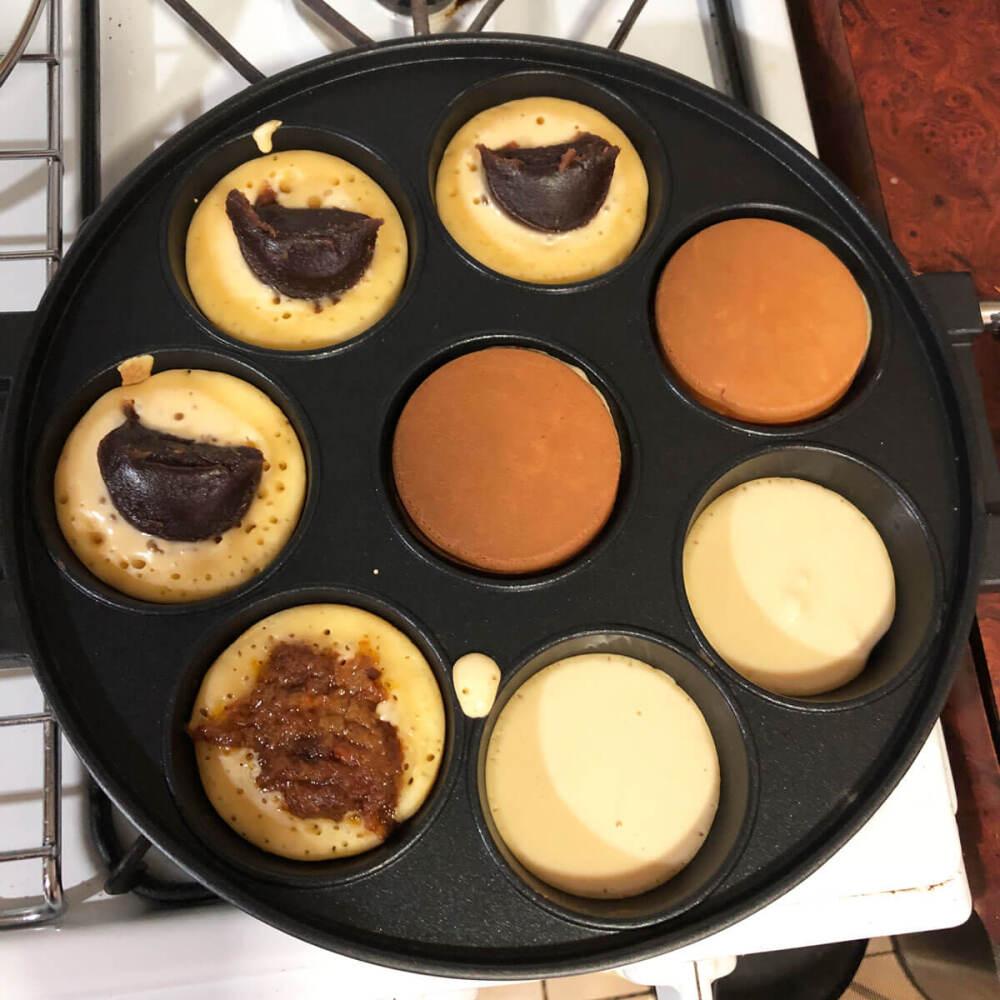 マルタバ・ミニの型で焼く大判焼き。あん、ピーナッツソースを入れてみた