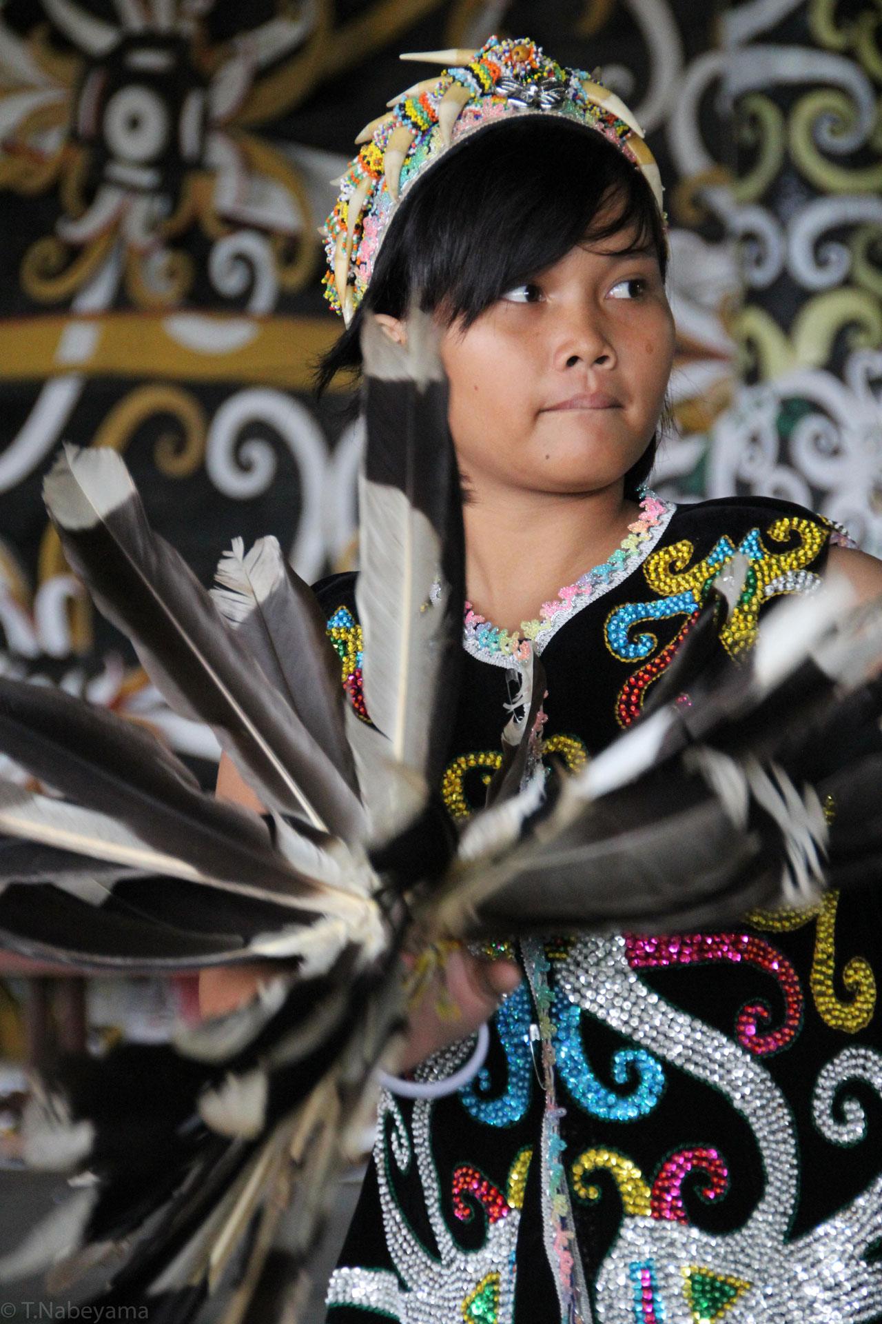 ダヤクの女の子の踊り